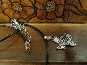 New Texas State Map and Towns Pendant necklace Charms for Sale in Boston, MA