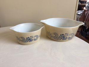 Pyrex by Corning...tan & blue pattern. 1 qt and 2.5 qt for Sale in Glendale, CA