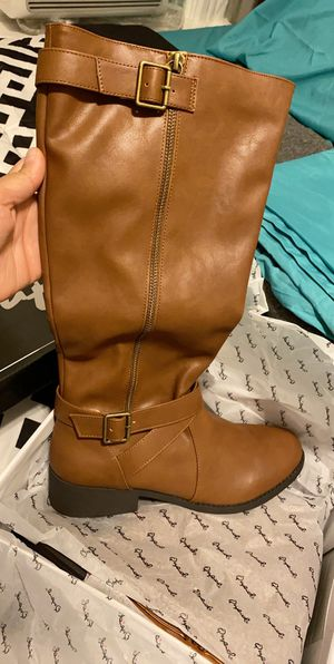 Woman's boots size 8 for Sale in Worcester, MA