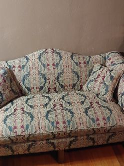 Williamsburg Style Camelback Settee Damask Pattern Sofa for Sale in St. Louis,  MO