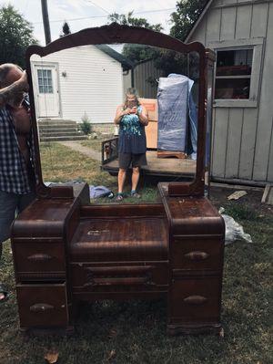 Antique Bedroom Set for Sale in Fortville, IN