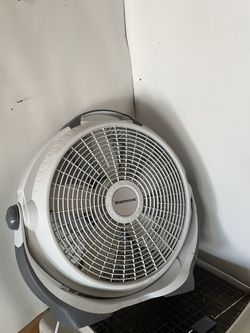 Fan for Sale in Newburgh Heights,  OH