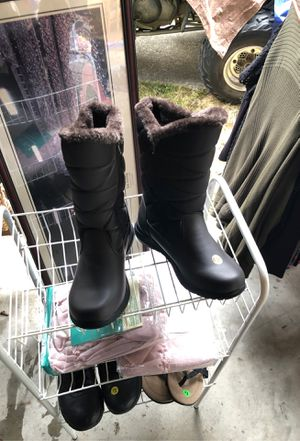 Khombu Snow boots for Sale in Edgewood, WA