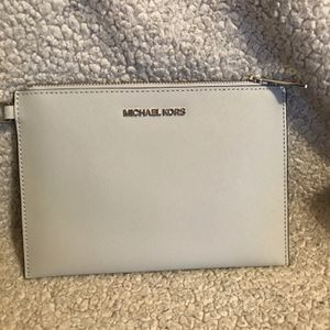 Authentic Michael Kors Wristlet for Sale in Tacoma, WA