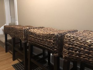 Wicker woven style bar stool (set of 4) for Sale in Columbus, OH