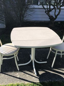 Nice Clean Kitchen Nook Table for Sale in Lynnwood,  WA