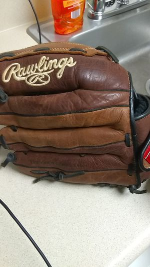 Softball glove left hand for Sale in Raleigh, NC