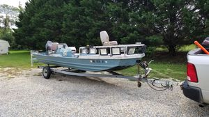 18 ft fisher john boat for Sale in La Plata, MD