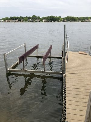 Boat or pontoon lift electric 1500.00 for Sale in Poplar Grove, IL
