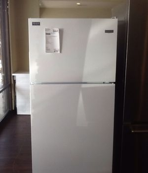 New open box maytag refrigerator MRT118FFFH for Sale in Whittier, CA