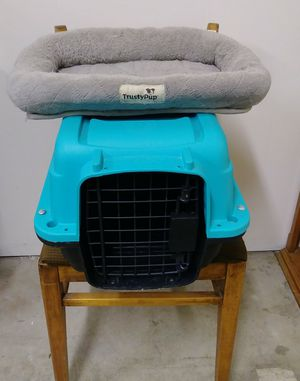 SMALL DOG CARRIER & SMALL CRATE MAT for Sale in Bakersfield, CA