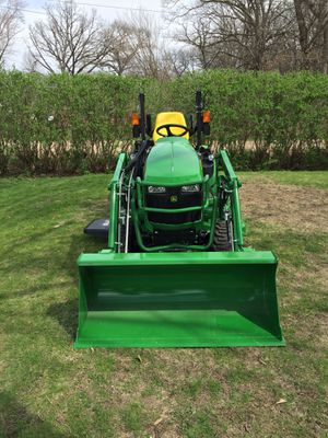 John Deere 1025r compact utility tractor for Sale in Homer Glen, IL