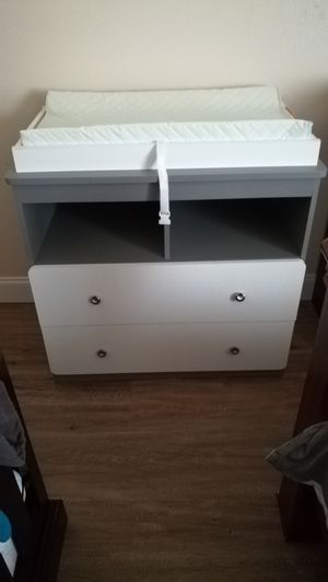 Baby changing table with pad for Sale in Bolingbrook, IL