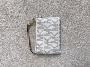 Michael Kors Wallet woman's for Sale in Snohomish, WA