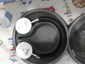 bohm headphones wireless and aux and case for Sale in Winter Garden, FL