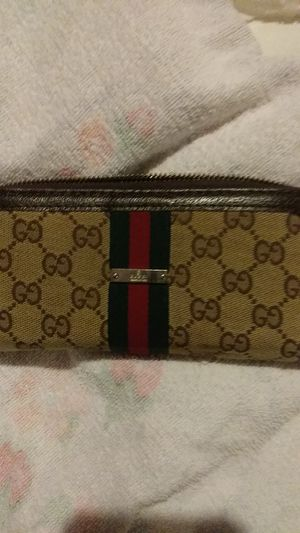 LADY'S GUCCI WALLET for Sale in St. Louis, MO