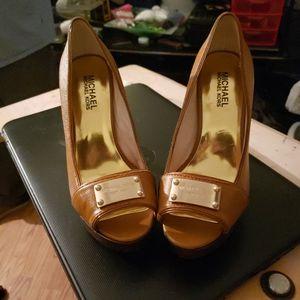 Michael Kors - Size 6M - Leather Upper Rubber Sole for Sale in Minot, ND