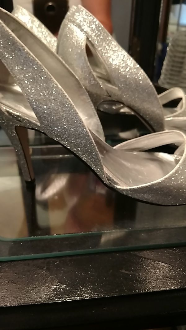 Silver Dressy Shoe's Size 10 Like New