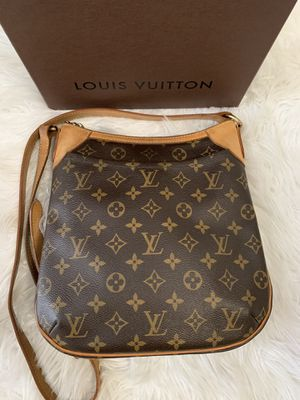 Louis Vuitton Crossbody bag for Sale in Shelby Charter Township, MI