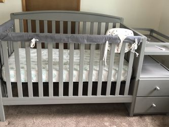 Beautiful Convertable Crib W/mattress for Sale in Tigard,  OR