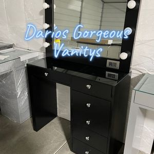 New 6 Drawers Makeup Vanity Dresser and Hollywood Mirror for Sale in Lake Elsinore, CA
