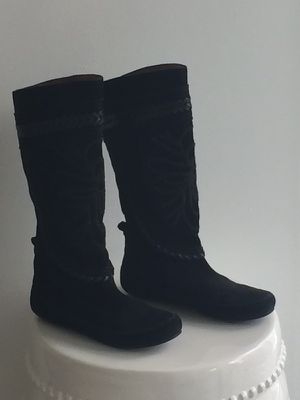 MINNETONKA SUEDE BLACK BOOTS-SIZE 7 for Sale in Miami, FL