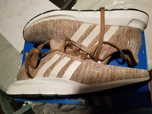 WOMEN'S Adidas swift run size 8.5 for Sale in Silver Spring, MD