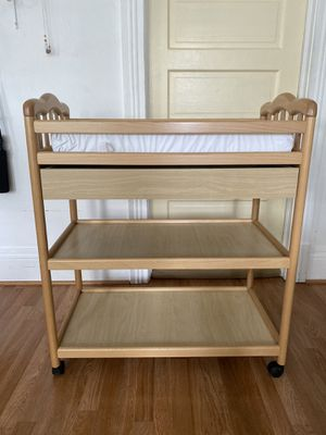 Diaper changer table for Sale in Los Angeles, CA