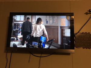SONY 40 INCH TV WITH WALL METAL STAND for Sale in Crosby, TX