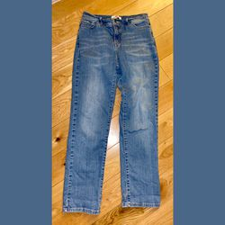 Levis 512 Women's 12 Straight Leg Mom Jeans for Sale in Philadelphia,  PA