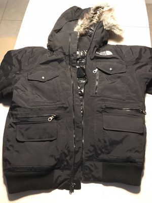 Excellent Men's Gotham lll North face black men's medium jacket with fur hood Excellent deal for Sale in Oakland Park, FL