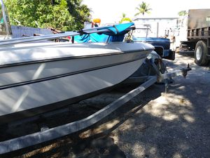 18 ft boat ...needs battery is in a yard ..and i need it gone...for 1200...sold the house dont have room for it .. have a spare motor for parts ... for Sale in Hallandale Beach, FL