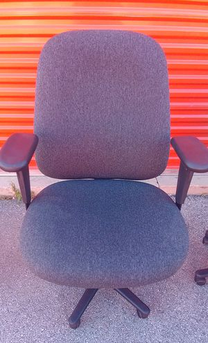 Huge office chair for Sale in Columbus, OH