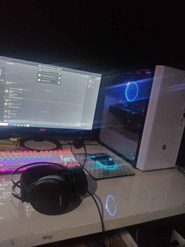 High end Gaming PC, Full setup w/mouse, keyboard, monitor, and all cables.