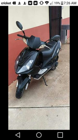 Scooter 150cc en perfecto estado for Sale in Hialeah, FL