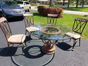 Kitchen table for Sale in Tamarac, FL