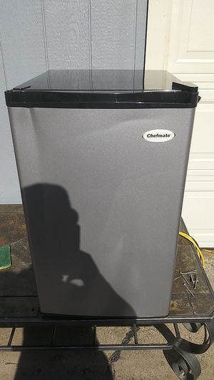 Chefmate mini. Fridge for Sale in Cedar Hill, TX
