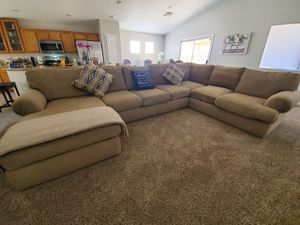 Couch 3 piece for Sale in North Las Vegas, NV