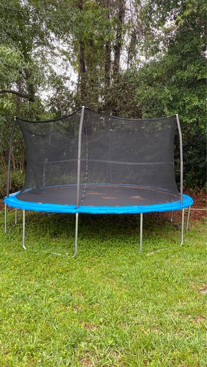 Trampoline with enclosed net for Sale in Orlando, FL