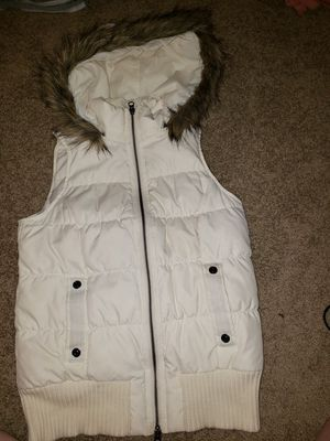 Macys Hooded puffy vest and black shawl for Sale in Hillsboro, OR
