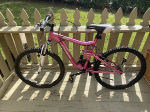 "Mongoose Women 24"" Mountain Bike ( Needs to be fixed) for Sale in Clarkston, GA"