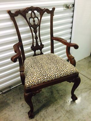 Vintage Chippendale Mahogany Pedestal Table & 6 Side & 2 Arm Chairs REDUCED for Sale in Austin, TX
