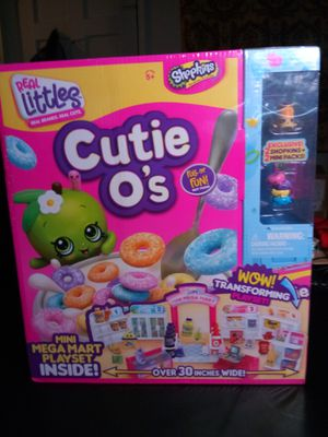 Shopkins Real Littles Mini Mega Mart Playset and Shopkins Individuals for Sale in Fresno, CA