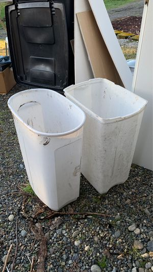 2 free trash cans for Sale in Yelm, WA
