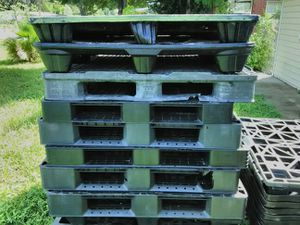 Plastic pallets for Sale in Lakeland, FL