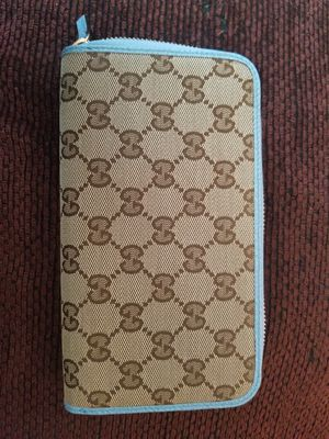 Gucci Beige/Blue Womens Zipper Wallet for Sale in El Cajon, CA