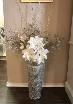 Beautiful set of 3 white faux floral stems for Sale in Modesto, CA