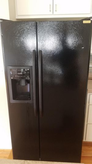 Used GE Refrigerator **Need to sale ASAP, MUST BE ABLE TO PICK UP** for Sale in Houston, TX