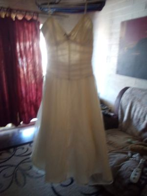 BEAUTIFUL WHITE DRESS WEDDING/PROM $60 FIRM tried on once must pick up not sure the size (no tag) for Sale in Phoenix, AZ