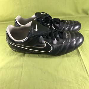 Nike 317603-011 Tiempo Versatract Soccer Cleats Men's Size 12 for Sale in Anchorage, AK